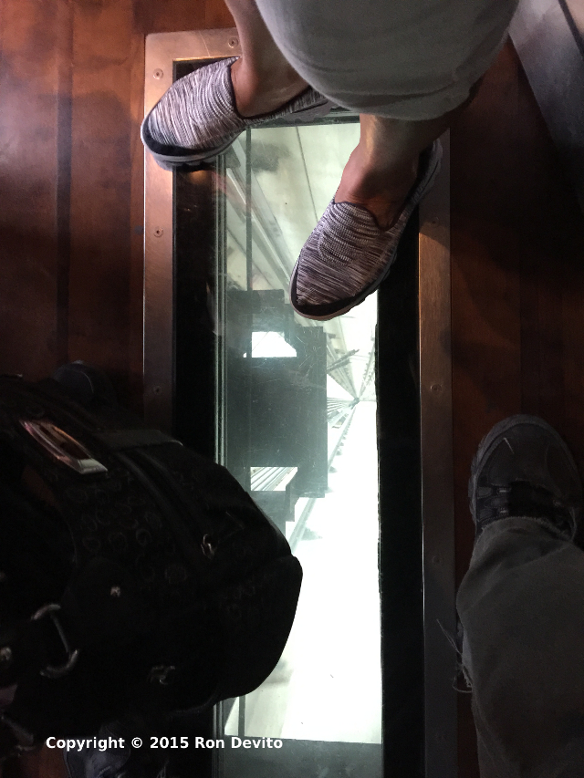 CN-Tower-Elevator-Down-Glass-Slit