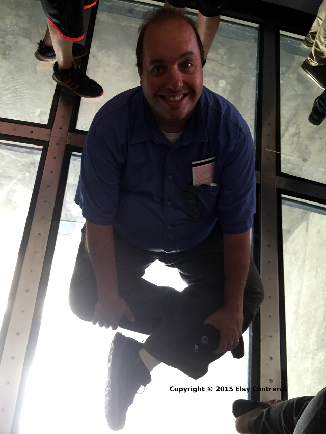 CN-Tower-Glass-Floor-Ron-Sits